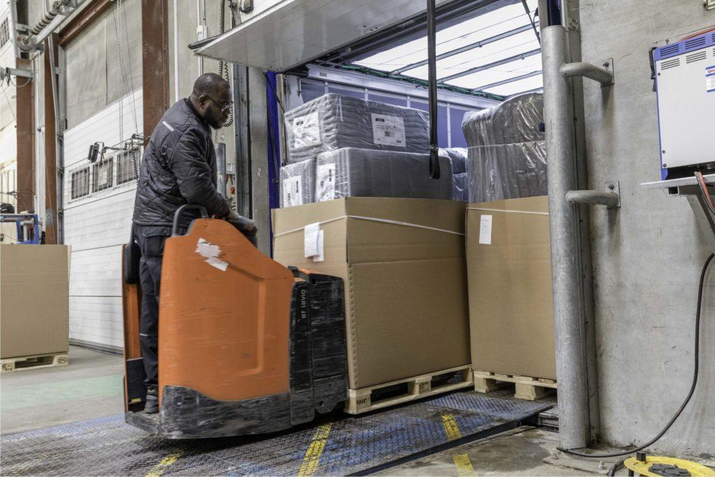 logistik centralen lager containertømning
